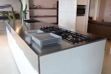Cucina a isola binova di design laccata lucida bianca - Cucina bianca laccata lucida ...