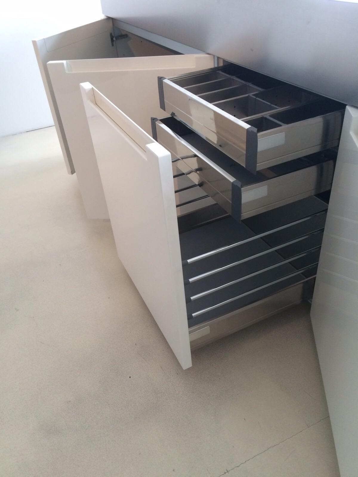Cucina a isola binova di design laccata lucida bianca - Cucina a isola ...