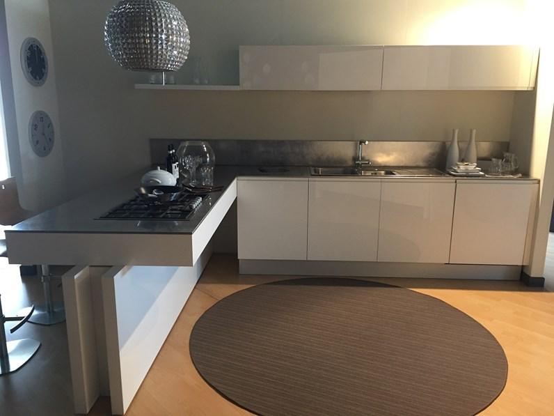 Cucine Moderne Con Lisola.Cucina Moderna Con Penisola Cesar Scontata Del 57