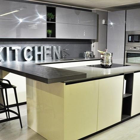 Cucina moderna a penisola easy doimo laccata lucida con - Cucina con elettrodomestici ...