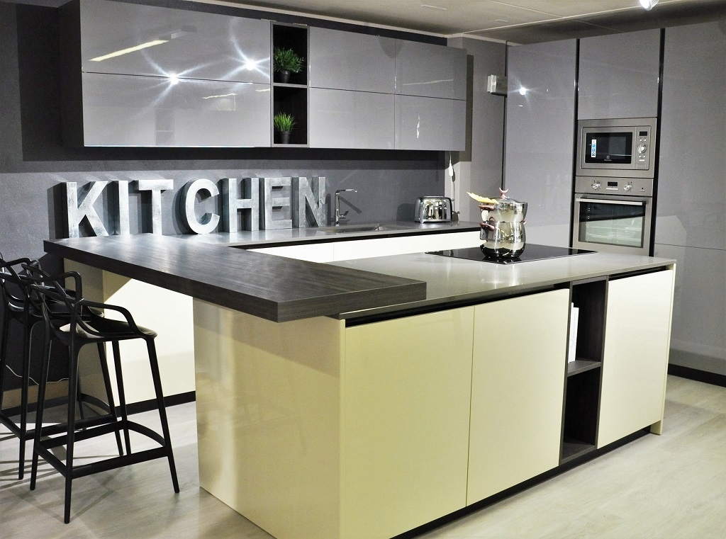 Cucina moderna a penisola easy doimo laccata lucida con - Elettrodomestici cucina ...