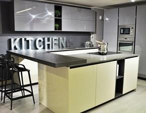 Cucina moderna a penisola  Easy Doimo laccata lucida con elettrodomestici scontata del 35%