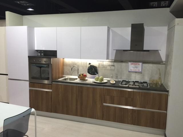 Cucina abaco by snaidero up in laminato lucido bianco e noce cucine a prezzi scontati - Snaidero cucine prezzi ...