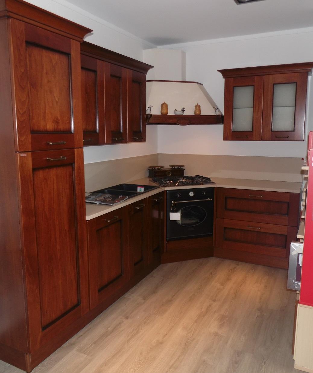 Cucina ad angolo amelie scavolini scontata del 30 - Cucine scavolini classiche prezzi ...