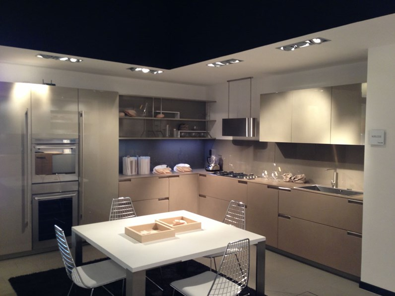 Cucina ad angolo aster cucine scontata del 59 - Disposizione cucina ad angolo ...
