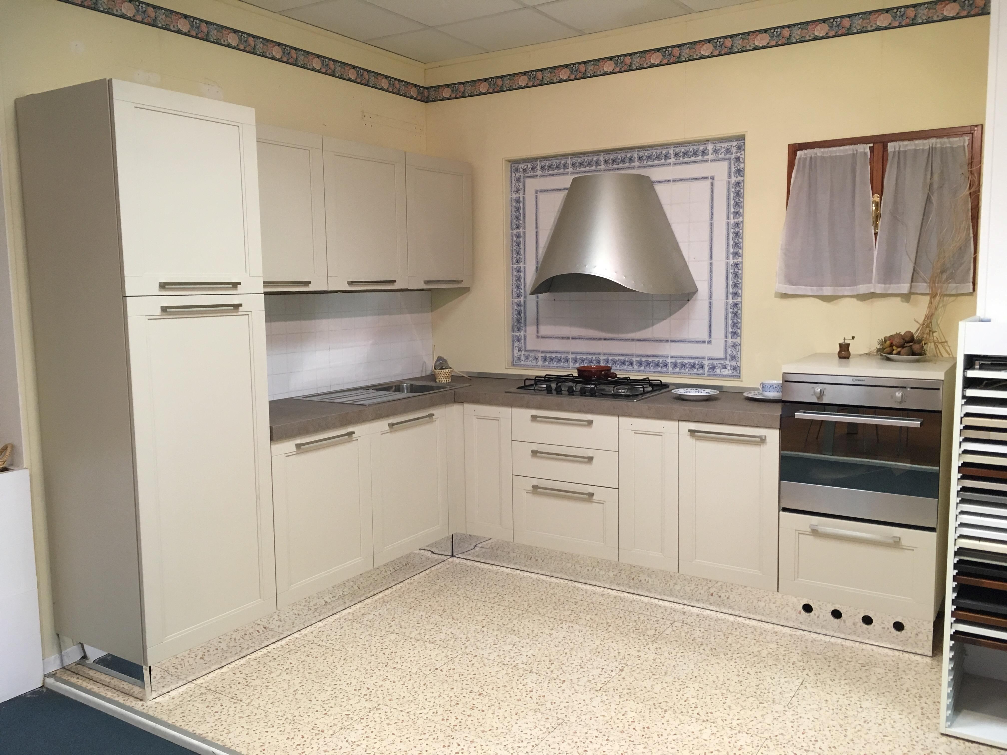 cucina ad angolo astra cucine in offerta misura 240x285cm