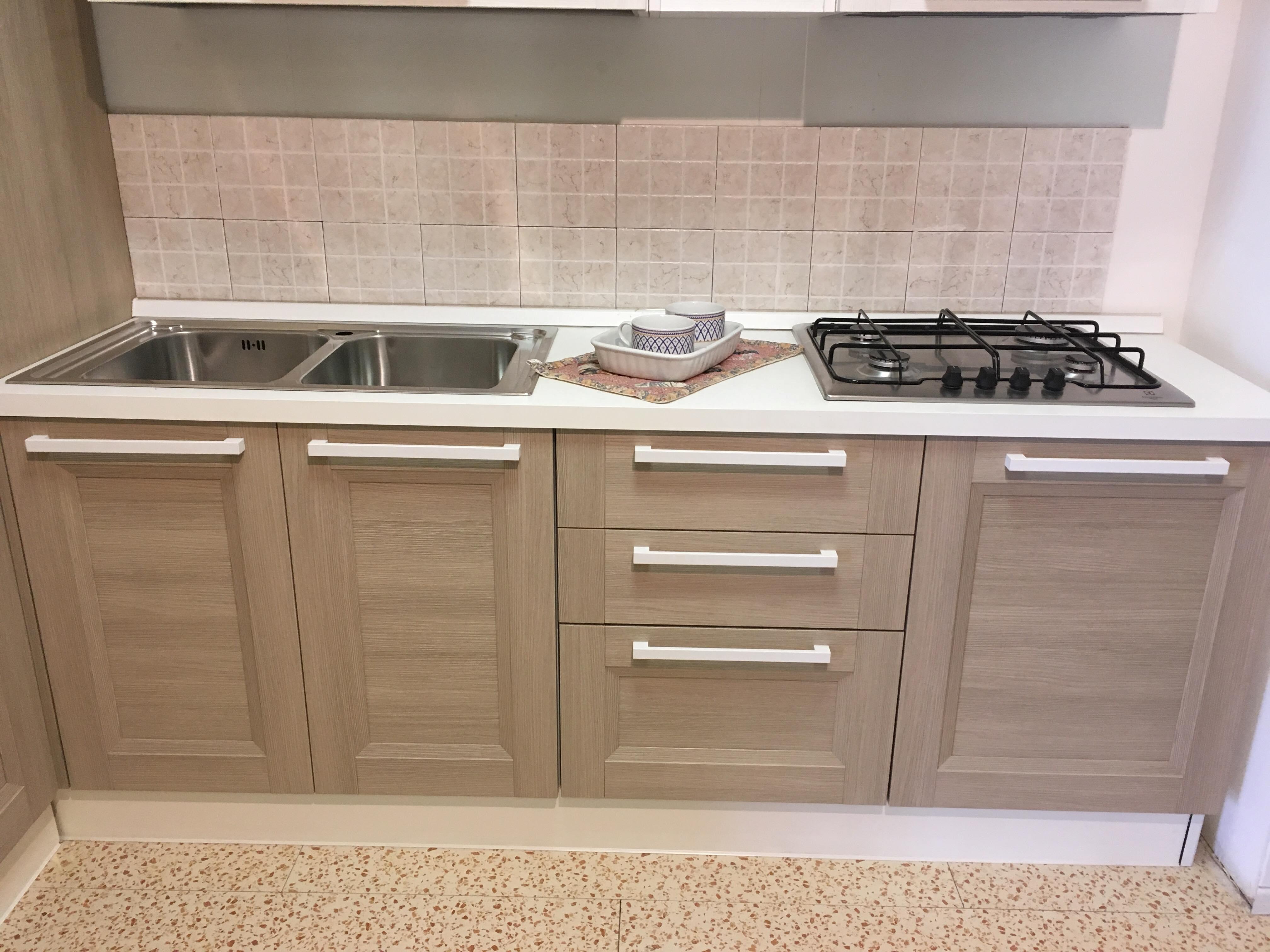 Cucina ad angolo astra cucine modello ego in offerta scontata del 33 cucine a prezzi scontati - Astra cucine prezzi ...