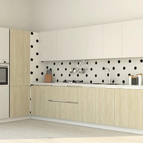 Cucina ad angolo con finitura legno chiaro e elettrodomestici ...