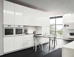 Cucina ad angolo in laccato lucido bianca Cucina ad angolo finitura laccato a prezzo ribassato