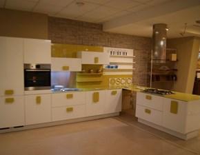 Cucina ad angolo in laccato lucido bianca Non solo bianco a prezzo ribassato