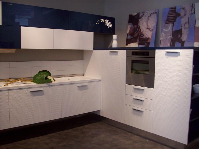 Cucina ad angolo in laccato lucido bianca Plan materic a prezzo ribassato