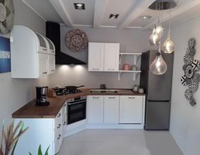 Cucina ad angolo in laccato opaco bianca Favilla a prezzo ribassato