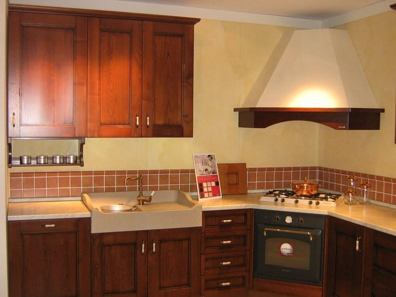 Cucina ad angolo in legno a prezzo scontato 50 - Disposizione cucina ad angolo ...