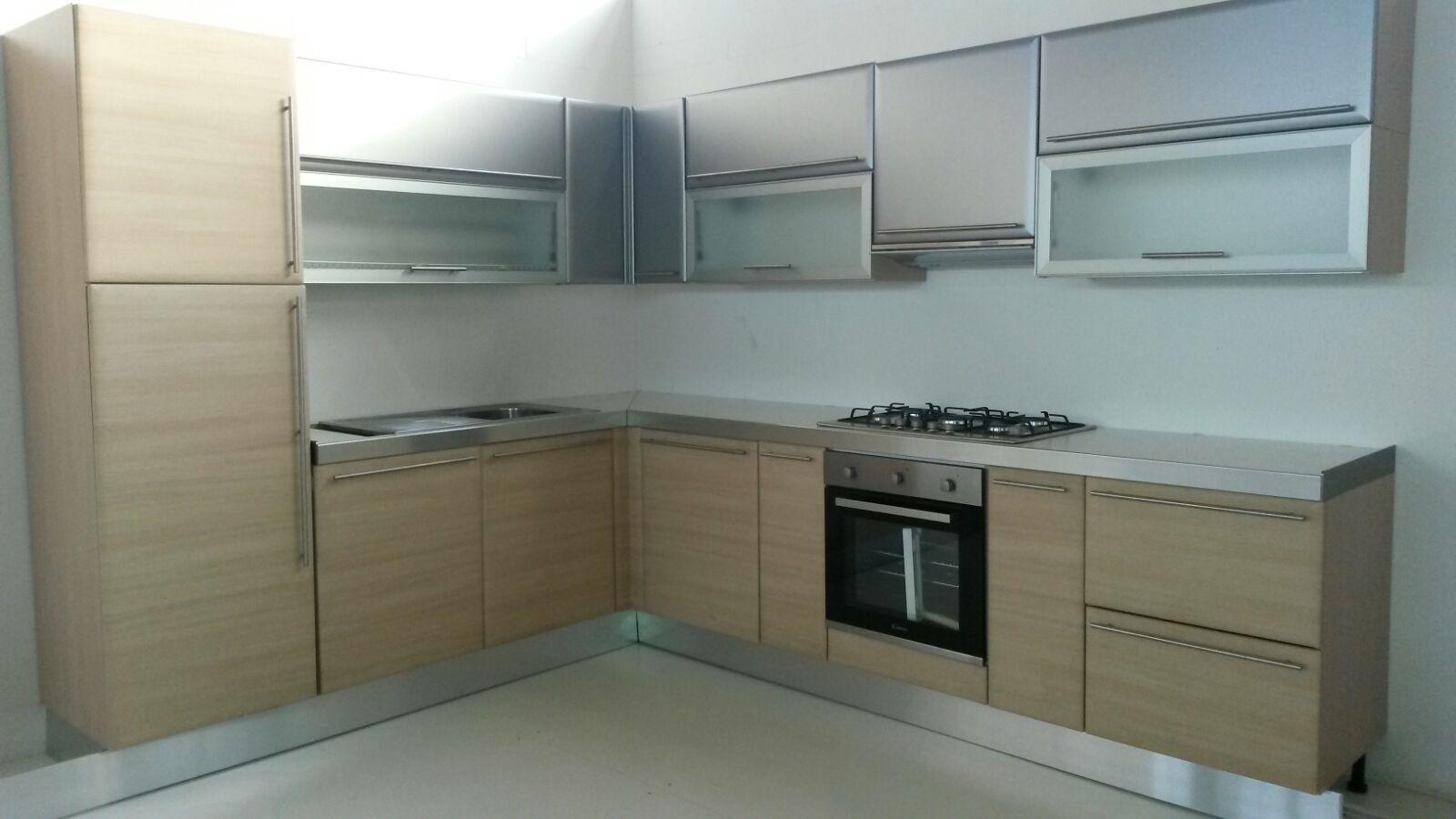 Cucina ad angolo moderna maior cucine scontata del 68 - Cucine ad angolo ...