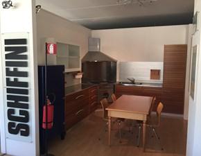 Cucina ad angolo in legno noce Solaro a prezzo ribassato