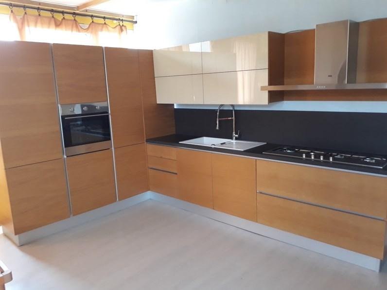 Cucina ad angolo in legno rovere chiaro Rovere naturale a prezzo ribassato