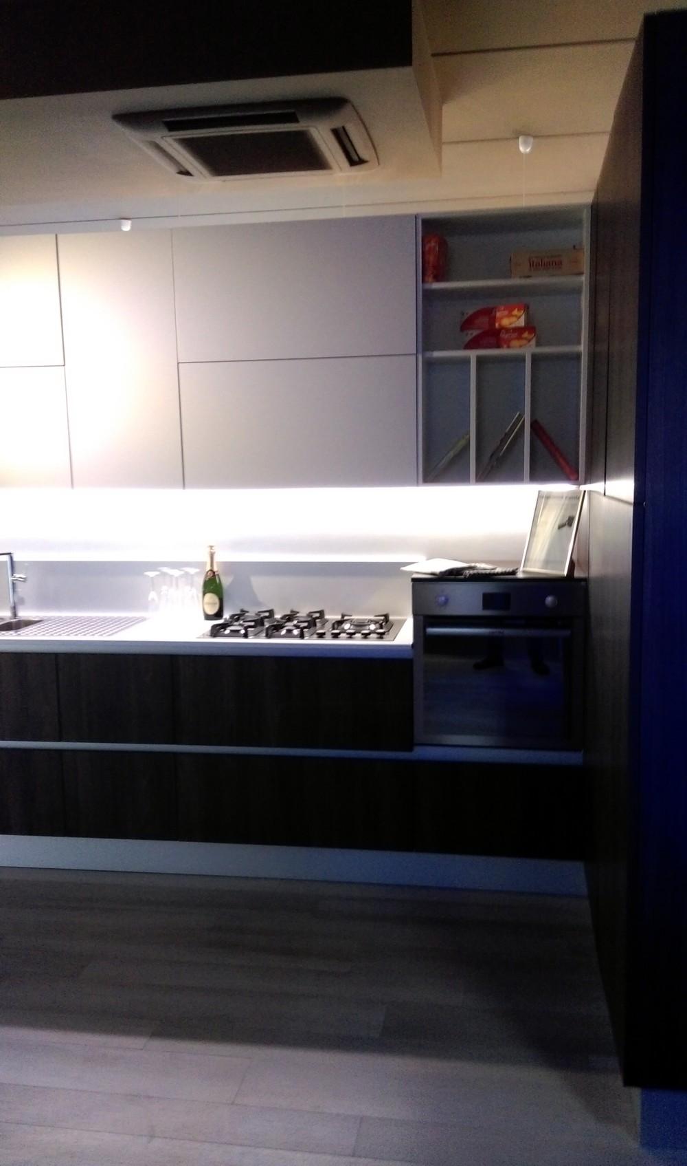 Cucina ad angolo infinity cucine a prezzi scontati - Cucine ad angolo usate ...