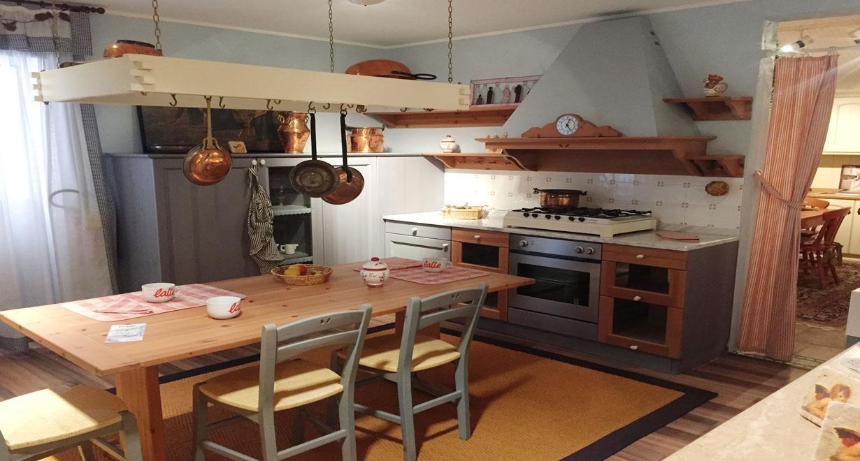 Cucina minacciolo modello tola sottocosto cucine a - Composizione cucina ad angolo ...