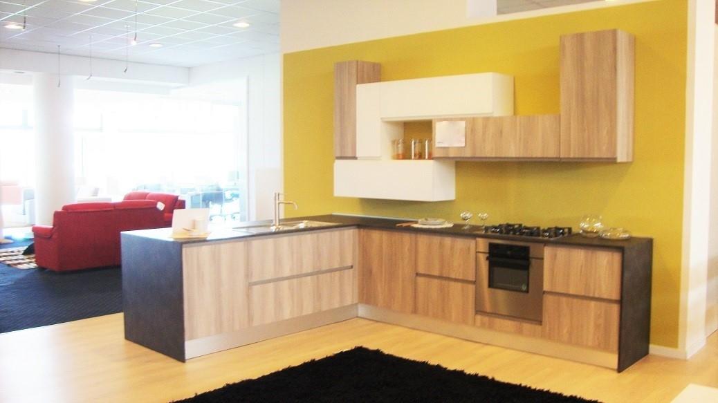 Cucina moderna completa di elettrodomestici scontata del for Cucine di marca