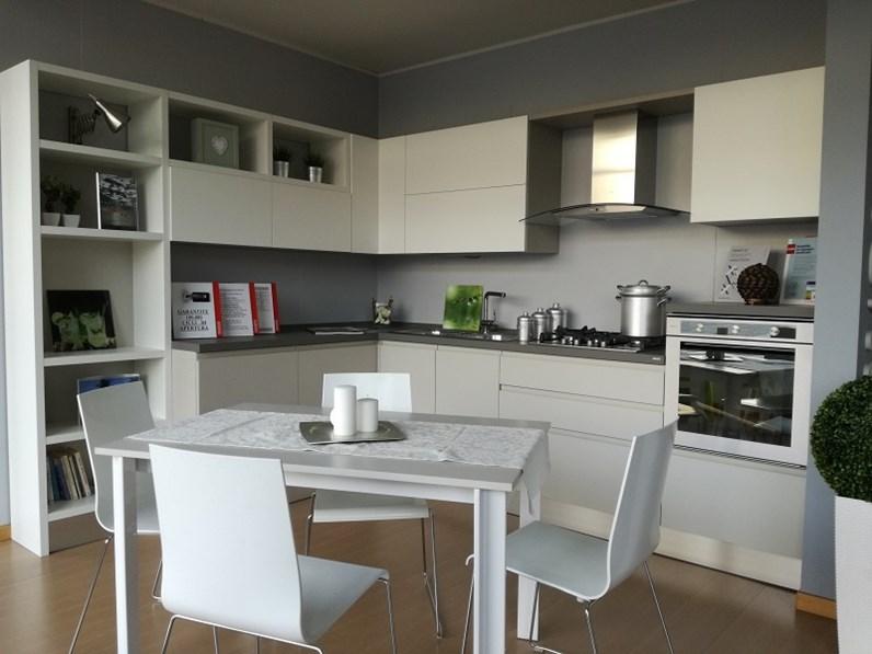 Cucina ad angolo moderna Motus Scavolini a prezzo ribassato