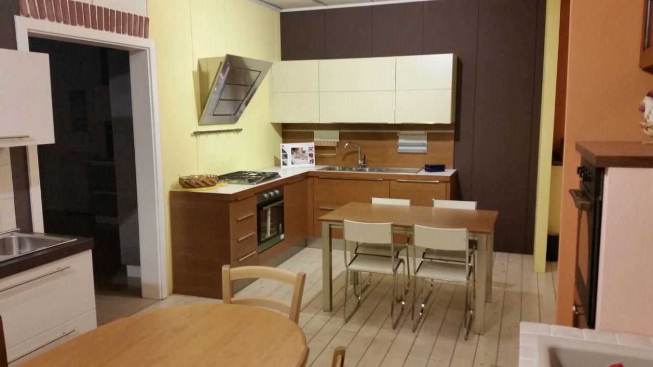 Cucina ad angolo moderna scontata del 66 cucine a - Cucina moderna ad angolo ...