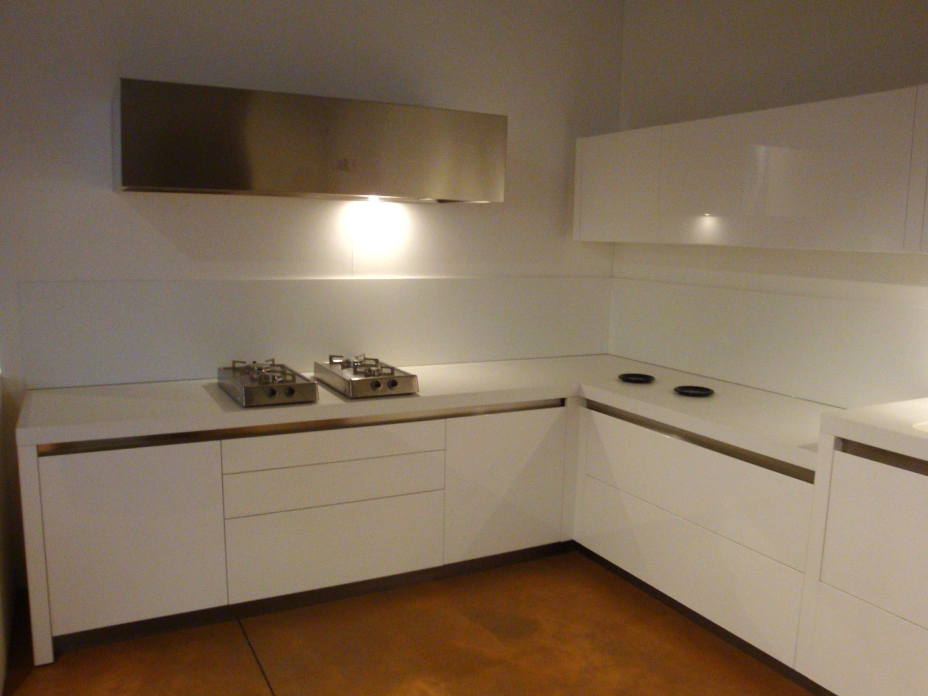 Cucine angolo moderne affordable cucina ad angolo laccata - Cucine moderne ad angolo con isola ...