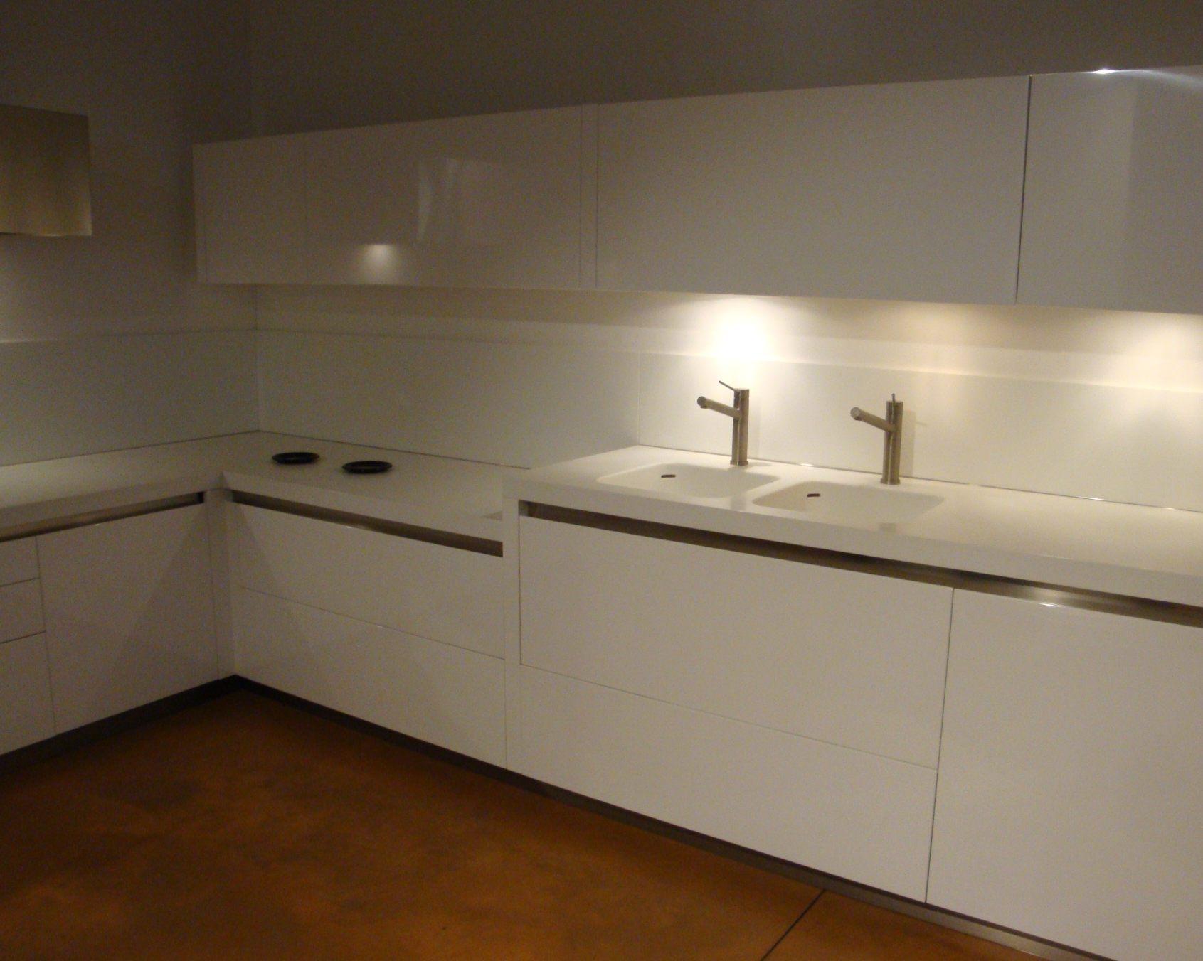 Cucina ad angolo moderna cucine a prezzi scontati - Composizione cucina ad angolo ...