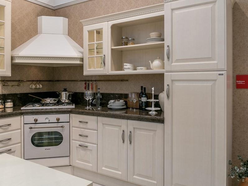 Cucina ad angolo Scavolini Baltimora piano granito scontata del 32%
