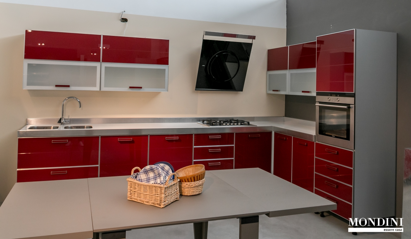 Cucina ad angolo scavolini crystal super scontata cucine for Cucine componibili ad angolo prezzi