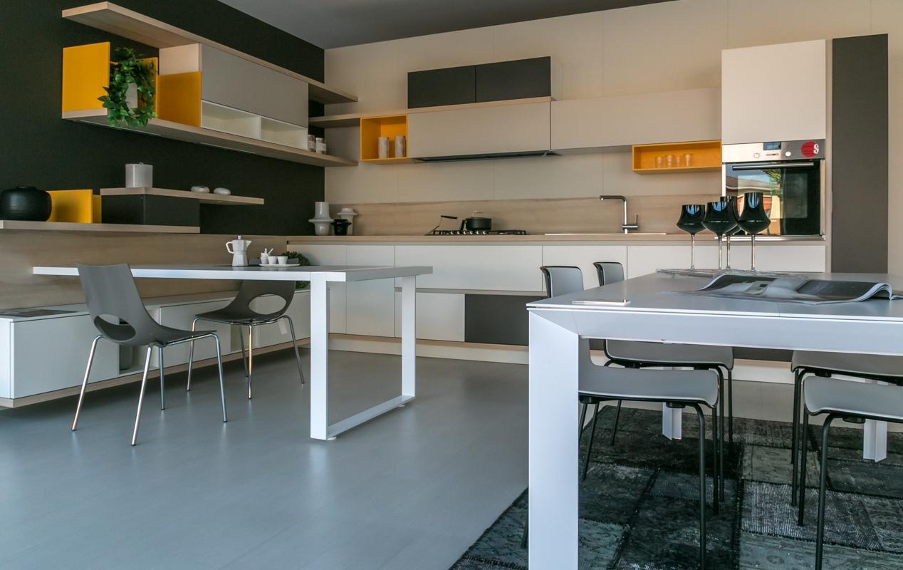 cucina ad angolo Scavolini modello Foodshelf scontata del 25% - Cucine ...