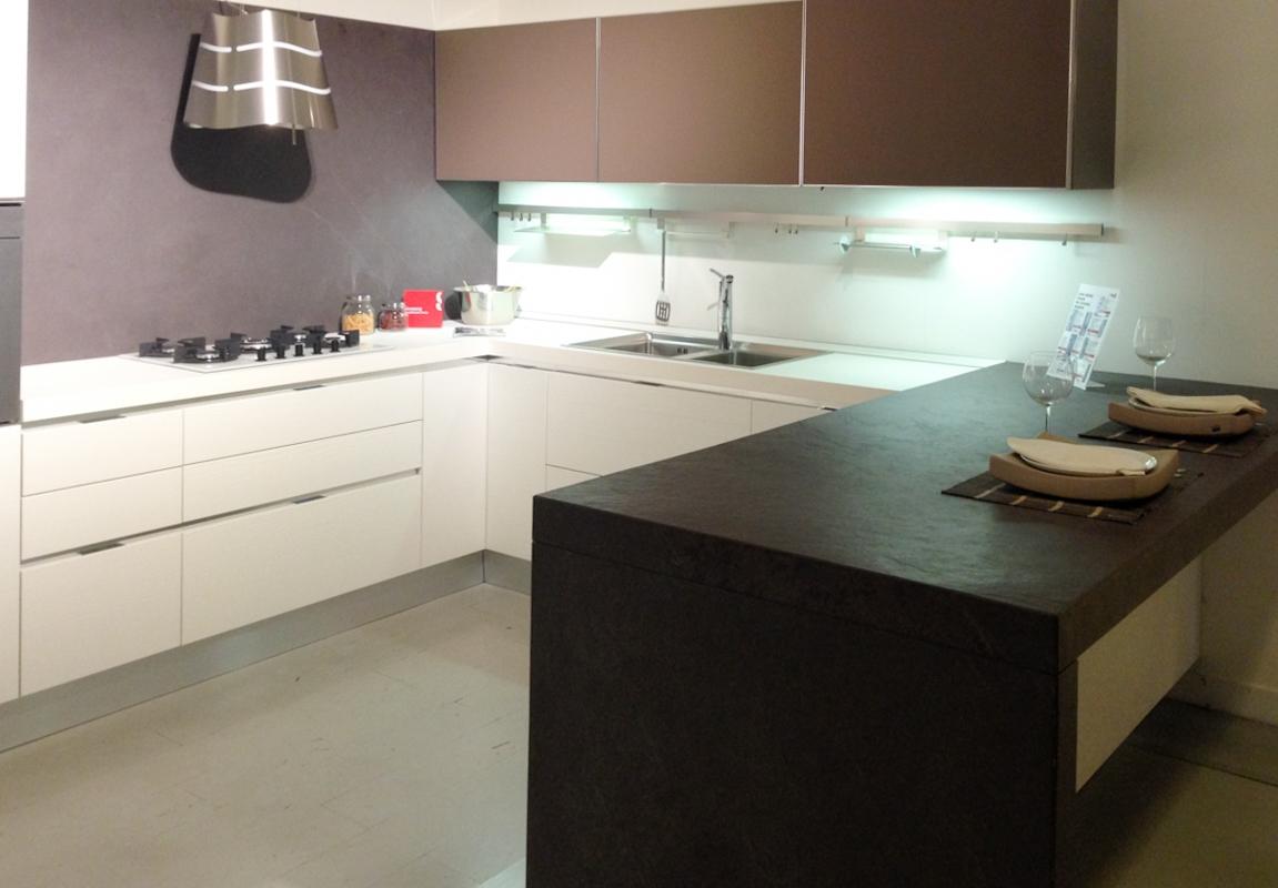 Mobile cucina angolare free cucina angolare arredata con - Mobile angolo cucina ...