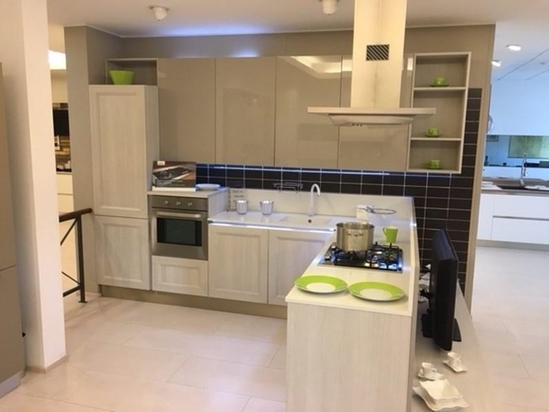 Cucina ad angolo tablet go veneta cucine con un ribasso - Cucine moderne piccole ad angolo ...