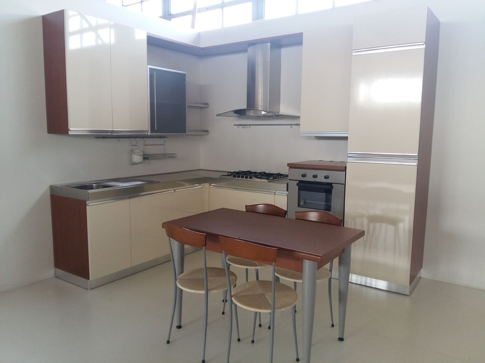Stunning disposizione cucina ad angolo images ideas - Disposizione cucina ad angolo ...