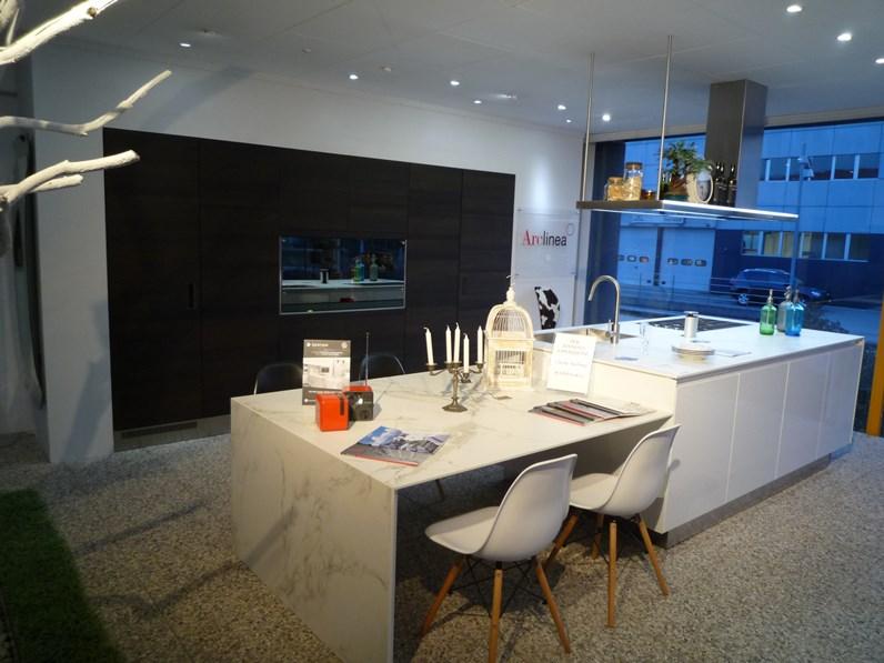 Cucina ad isola design gamma arclinea a prezzo ribassato for Design occasioni