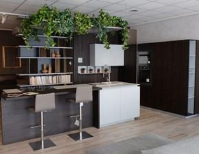 Cucina ad isola design Lain Euromobil ecolaccato a prezzo scontato