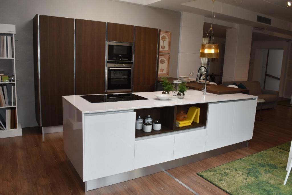 Cucina ad isola di veneta cucine modello sistematica in offerta cucine a prezzi scontati - Cucina ad isola ...
