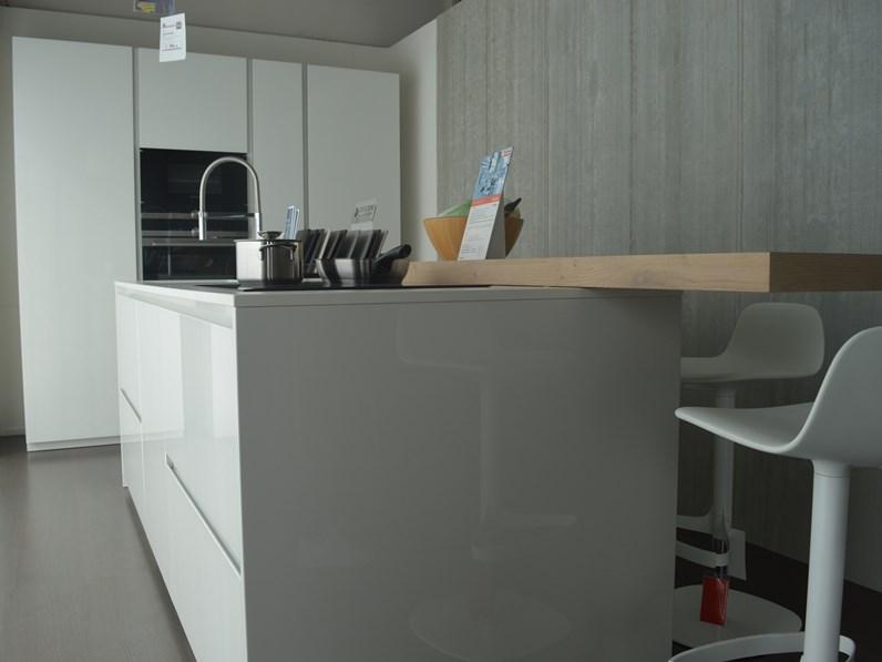 Cucina ad isola Doimo Cucine scontata del 32%