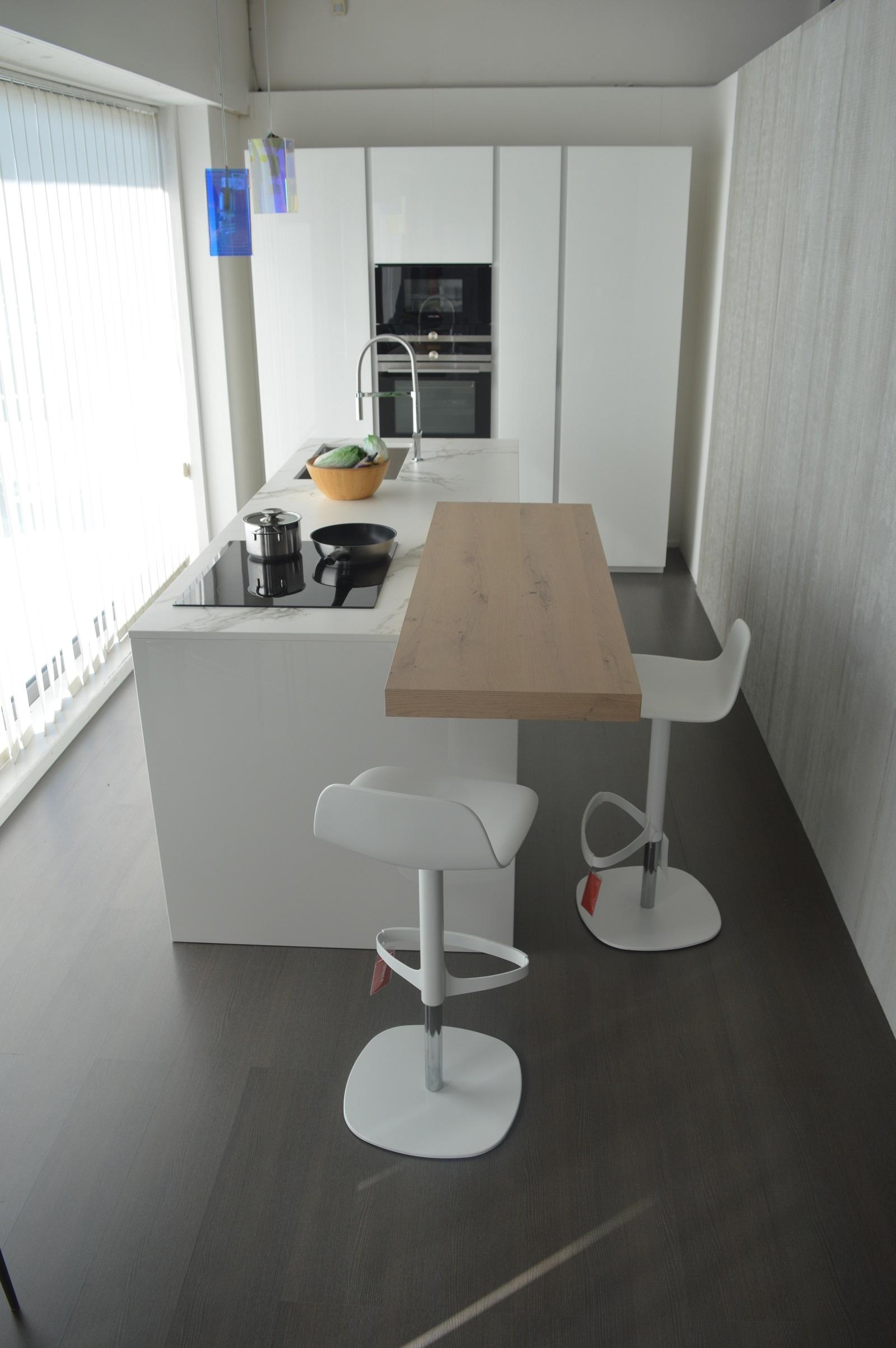 Cucina ad isola doimo cucine scontata del 32 cucine a - Cucine a isola prezzi ...