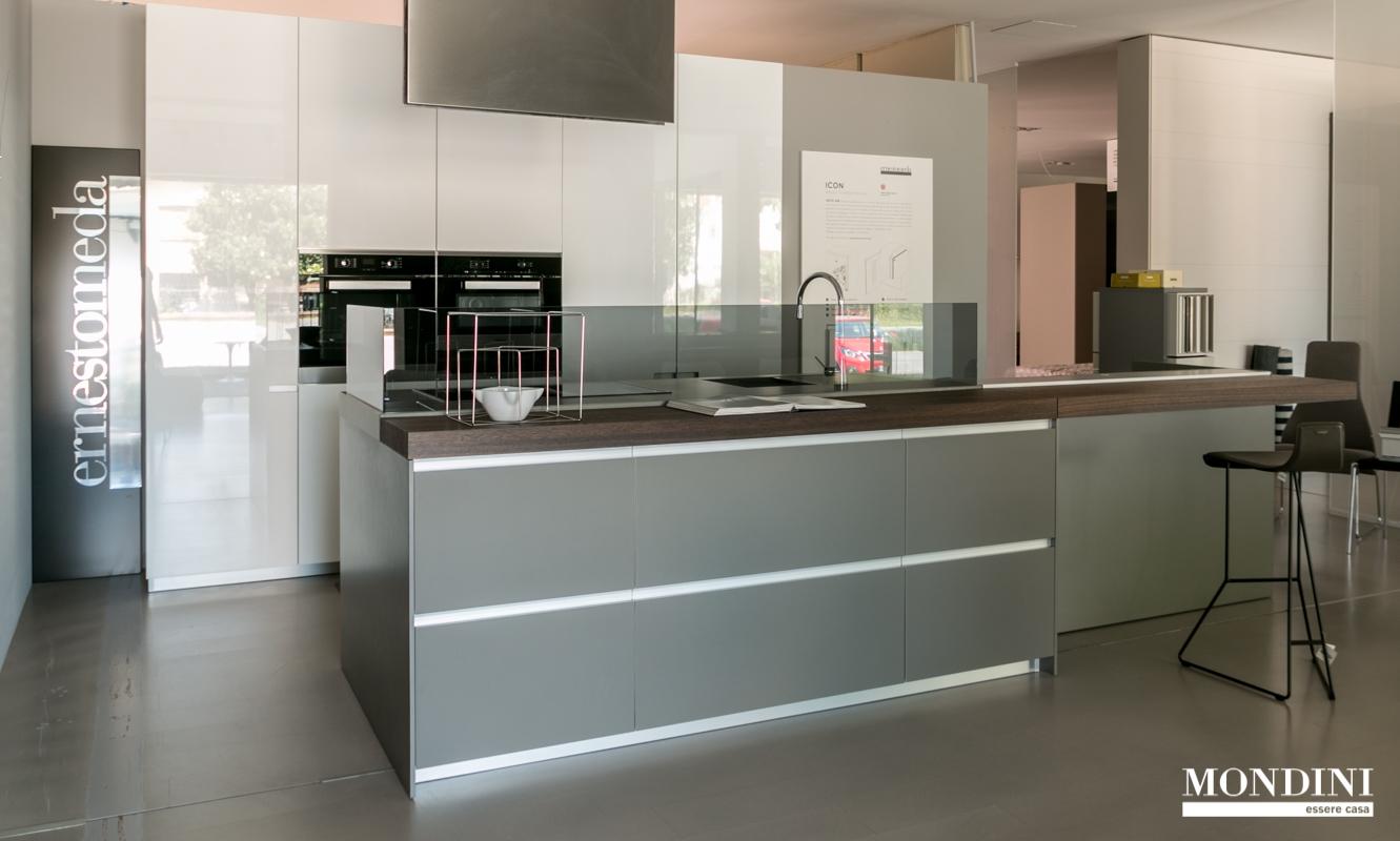 Cucina ad isola icon di ernestomeda super accessoriata - Cucine a isola ...