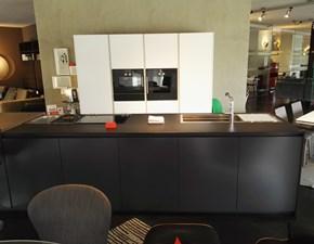 Cucina ad isola in laccato opaco antracite Hi-line6 a prezzo scontato