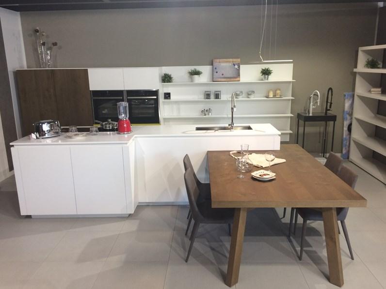 Cucina ad isola in laccato opaco bianca Cloe a prezzo scontato