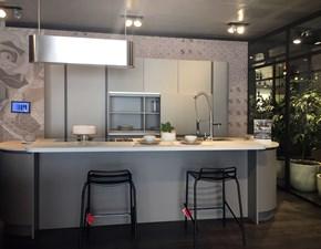 Cucina ad isola in laccato opaco grigio Clover neck a prezzo ribassato