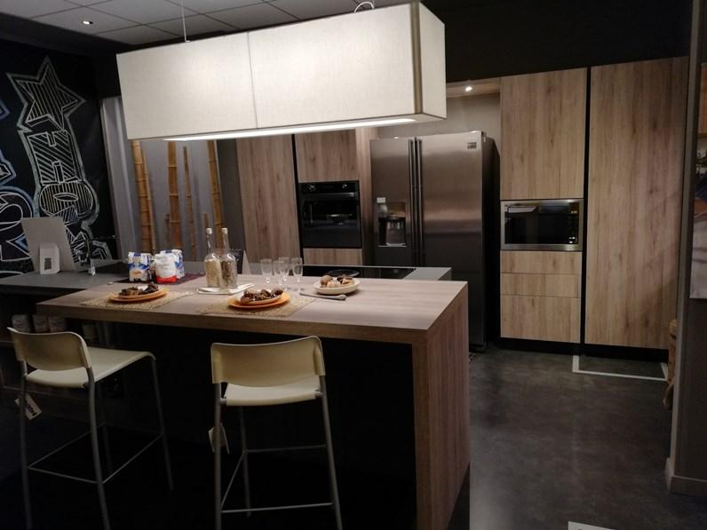 Cucina ad isola in laminato materico kal rovere nordico a prezzo ribassato - Cucina ad isola ...