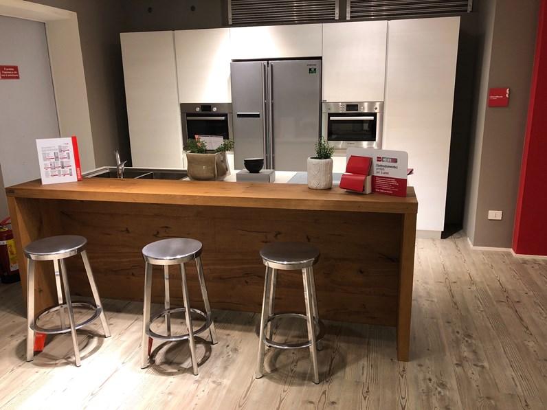 Cucina ad isola in laminato opaco a prezzo ribassato 47 for Borgonovo arredamenti