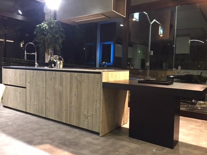Cucina ad isola in legno a prezzo ribassato 50%