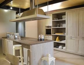 Cucina ad isola in legno a prezzo ribassato