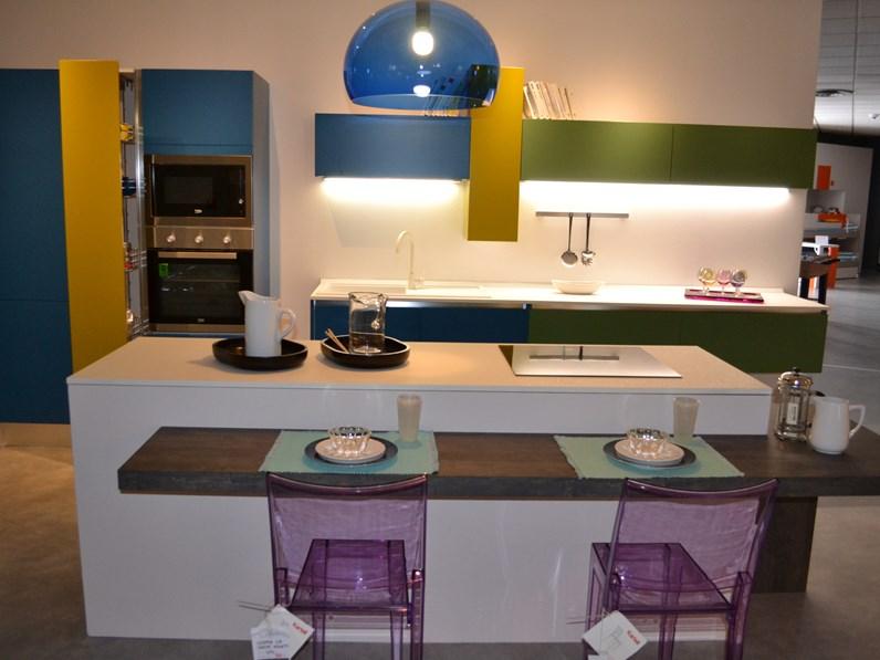 Cucina ad isola moderna blues la casa moderna a prezzo for Soliani arredamenti