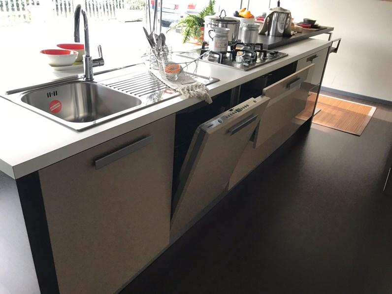 Cucina ad isola moderna Fantasia new Arrital cucine a prezzo ribassato