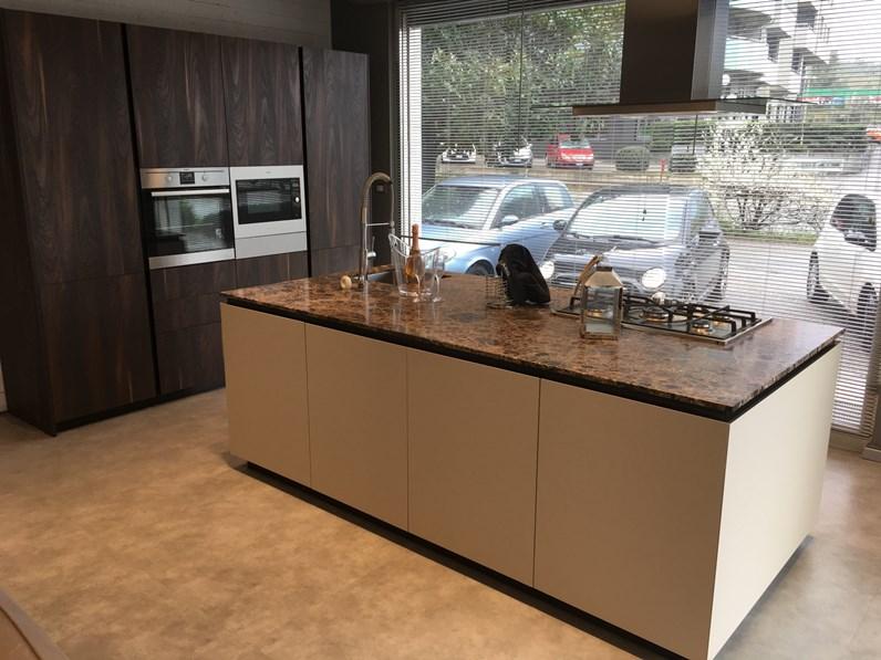 Cucina ad isola Materia acacia monocolore Doimo cucine scontata ...