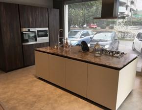 Cucina ad isola Materia acacia monocolore Doimo cucine scontata